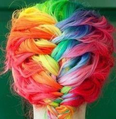 Цветные мелки для волос легко стираются и смываются водой
