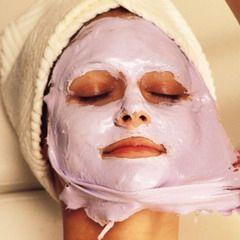 Нанесение силиконовой маски на лицо
